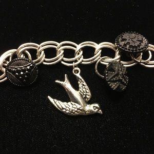 Jewelry - SALE 💃🏻VICTORIAN JET GLASS BEADS BIRD BRACELET
